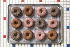 Hot Fresh Donuts (Half-Dozen)